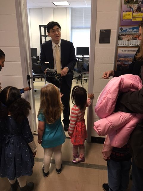 EC Students visit the Princeton University lab of Dr. Mung Chiang