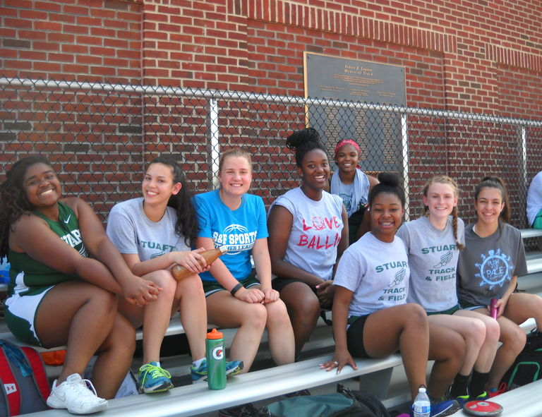 Despite summer-like weather, Upper School Track and Field athletes burn through school records at Peddie