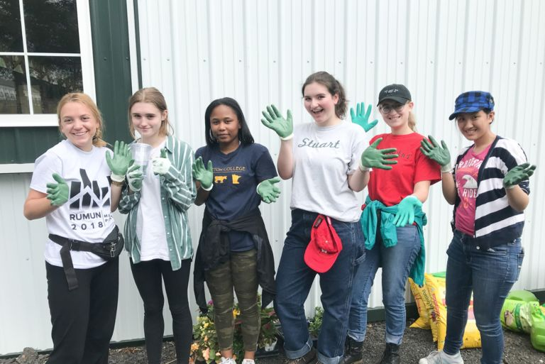 Seniors spend their final week serving the community for FaithJustice Xperience